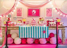 Adorei essa festa com um tema que nunca tinha visto: Ariana Grande, para uma menina fã da cantora. Paleta de cores linda e decoração super charmosa por @joanaemaria  #kikidsparty