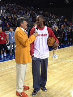Kobe Bryant speaking with Craig Sager on @james jones right now. #AllStar practice. Notice the shoe pairing! *Get paid for your sports passion at www.sportsblog.com