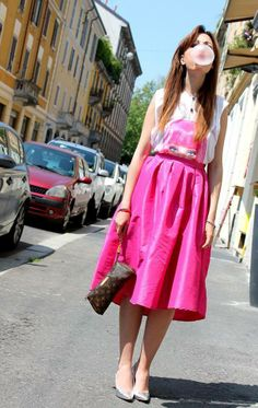 Un look un sfrontatamente colorfully e ricolmo di propositi estivi per Elisa Bellino che sul suo fashion blog Welovefashion indossa gioielli Luca Barra!