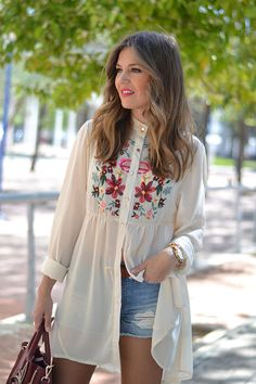 Charlotte Shirt from Urban Wolfpack Kurti Designs Party Wear, Kurta Designs, Blouse Designs, Look Fashion, Hijab Fashion, Fashion Dresses, Nice Dresses, Casual Dresses, Casual Outfits