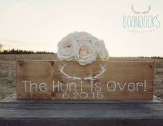 The Hunt Is Over Wedding Sign Wedding Photo Prop Wedding Engagement Photo Prop Save The Date Sign Country Wedding #DownInTheBoondocks von DownInTheBoondocks auf Etsy https://www.etsy.com/de/listing/218936361/the-hunt-is-over-wedding-sign-wedding