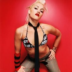 Gwen Stefani>>> i love her. and she is soooo sweet i helped her one time at the grove. she's super hot Gwen Stefani Music, Gwen Stefani And Blake, Gwen Stefani Style, Gwen Stefani No Doubt, Gwen And Blake, Blond, Love Her Style, Up Girl, Lady