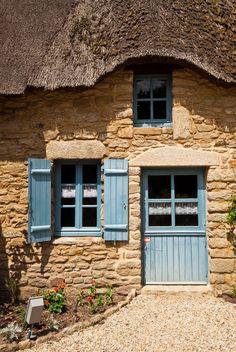 Seaside Cottage in Bretagne Fairytale Cottage, Storybook Cottage, Old Cottage, French Cottage, Cottage Homes, Cottage Style, Stone Cottages, Stone Houses, Old Doors