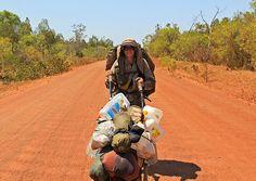 Od Sibira do Australije: Prepešačila dva kontinenta. Sara Markiz prešla je peške dva kontinenta, šest zemalja i za to vreme promenila osam pari čizama.