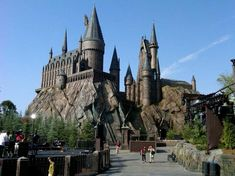 The Wizarding World of Harry Potter at Universal Studios in Orlando. Still on my list of places to gooo Hogwarts Universal Studios, Harry Potter World Universal, Universal Orlando, Harry Potter Theme Park, Dream Vacations, Vacation Spots, Architecture, Places To See, Around The Worlds