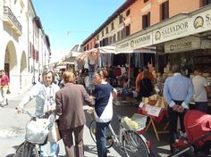 """Ir ao """"mercato"""" ou feira de rua aqui na Itália é um programa muito especial e divertido. EmPortogruaro, cidade..."""