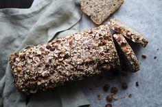 Yoghurtbrød med frø og nøtter Omega 3, Desserts, Tailgate Desserts, Deserts, Dessert, Food Deserts