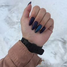 The advantage of the gel is that it allows you to enjoy your French manicure for a long time. There are four different ways to make a French manicure on gel nails. Cute Gel Nails, Chic Nails, Cute Acrylic Nails, Perfect Nails, Gorgeous Nails, Pretty Nails, Hair And Nails, My Nails, Indigo Nails