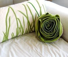 2 roses pillow  1 tall grass king cover  FREE shipping in the US    tall grass....no need to mow, clip, edge....just sleep on this wonderfully organic and fresh pillow...    appliqued with a soft green fleece, this cover is a perfect fit for a king size pillow (approx 18x36). the front is an off-white cotton, the envelope back is made from a natural cotton. its also quite versatile in that it looks fantastic on a couch or as bedding.    the crisp green blades of grass blowing gently in the…