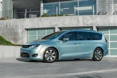 2017 Chrysler Pacifica Hybrid electrifies the minivan segment for the first time