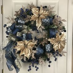 This Gorgeous wreath sparkles and shimmers with elegance. Elegant Christmas Trees, Blue Christmas Decor, Traditional Christmas Tree, Gold Christmas Decorations, Christmas Arrangements, Gold Christmas Tree, Colorful Christmas Tree, Christmas Themes, Christmas Crafts