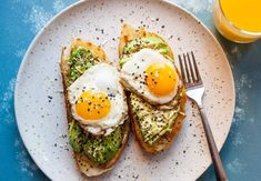 A major upgrade to the already delicious avocado toast is to put everything bage. - A major upgrade to the already delicious avocado toast is to put everything bage. A major upgrade to the already delicious avocado toast is to put e. Breakfast And Brunch, Avocado Breakfast, Vegetarian Breakfast, Healthy Breakfast Recipes, Easy Healthy Recipes, Brunch Recipes, Easy Dinner Recipes, Healthy Snacks, Vegetarian Recipes