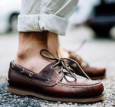 54 Best Boat Shoes Fashion Style Ideas for Men - Bellestilo Brown Boat Shoes, Leather Boat Shoes, Boat Shoes Outfit, Dress Shoes, Shoes Heels, Mens Fashion Shoes, Men S Shoes, Boat Fashion, Best Boat Shoes