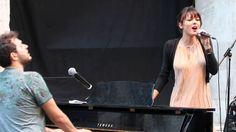 Il Postino (Amami Ancora) - Simona Molinari e Renzo Rubino alla Controra...  Che meraviglia...spontaneità e sintonia...l'unica difetto: non me la tolgo  più dalla testa...ed è pure contagiosa :-)♥