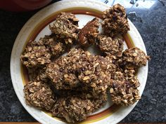 These healthy breakfast cookies are perfect for those on the go that still want to get in superfoods such as oats, apples, bananas, chia seeds, and cinnamon. Healthy Oatmeal Breakfast, Oatmeal Breakfast Cookies, Breakfast Cookie Recipe, Breakfast Recipes, Snack Recipes, Cooking Recipes, Breakfast Ideas, Bar Recipes, Breakfast Bars