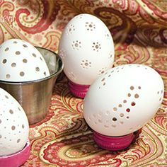 This handy tutorial shows you how to turn regular eggs into works of art!