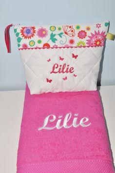 Box cadeau:Trousse de toilette + serviette fucshia personnalisées brodée pour naissance,anniversaire,noel : Trousses par lbm-creation