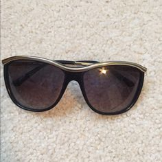 Kate spade sunglasses Sunglasses with a silver lining in the top. Only worn a few times!! Great condition kate spade Accessories Sunglasses