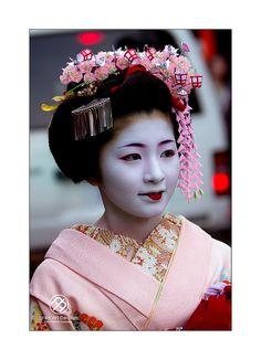 April kanzashi for first year maiko (worn by Satsuki)