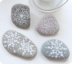 Avec ses 10 ptits doigts : galets des fêtes - DIY  pour faire des fossil de cristeaux de neige