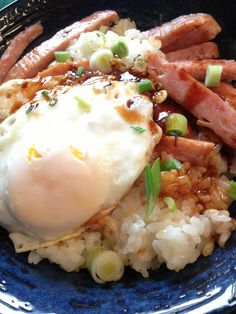 Loco Moco with Spam Hawaiian loco moco Note-I used left over Jasmine rice in place of the coconut ri Hawaiian Breakfast, Breakfast For Dinner, Breakfast Recipes, Easy Cooking, Cooking Recipes, Cooking 101, Hawaiian Dishes, Hawaiian Spam Recipes, Good Food