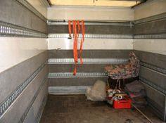 Wnętrze naszego pojazdu przystosowanego do przewozu różnego rodzaju ładunków bez ryzyka uszkodzenia.  www.autotransport-szczecin.pl