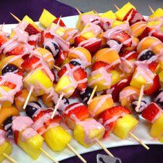 Fruit Kabob:)... Fruit Kabobs, Fruit Salad, Romanian Food, Saturday Morning, Finger Foods, Brunch, Appetizers, Party Ideas, Fruit Salads