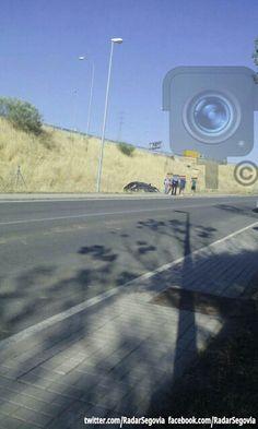 #Segovia  Accidente en el vial de interpoligonos enfrente del Centro de Transportes.   ~Siguenos en twitter @RadarSegovia~