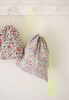 DIY Backpack Instructions Corinne's Thread: Liberty Backpacks - The Purl Bee - Knitting Crochet Sewing Embroidery Crafts Patterns and Ideas! Purl Bee, Backpack Tutorial, Embroidery Bags, Purl Soho, Floral Bags, Liberty Fabric, Liberty Bag, Liberty Print, Diy Sewing Projects