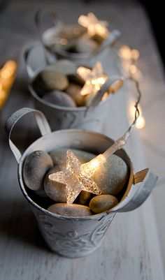 Check Out 33 Stylish Shades Of Grey Christmas Decor Ideas. Everyone loves Christmas! Every year we gather, decorate our homes, trees, cook amazing dinner and warm up together. Coastal Christmas, Noel Christmas, Winter Christmas, All Things Christmas, Country Christmas, Christmas Colors, Deco Table Noel, Navidad Diy, Decoration Originale