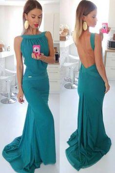 Krásne spoločenské dlhé šaty, ktoré sú výnimočné odhalým chrbtom. V týchto…