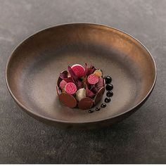 Michelin Star Food, Beetroot, Desert Recipes, Food Design, Food Presentation, Food Plating, Bon Appetit, Food Art, Delicious Desserts