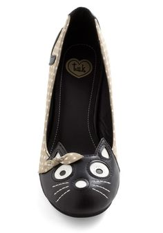 Kitten Heels!!! Novel yes. But the neutral colours allows you to pair these shoes with absolutely anything.