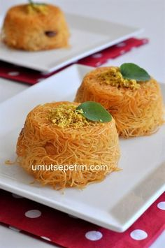 cevizli kadayıf yuvası Ramadan Desserts, Ramadan Recipes, Sweets Recipes, Cooking Recipes, Armenian Recipes, Turkish Recipes, Turkish Sweets, Arabic Sweets, Middle Eastern Recipes