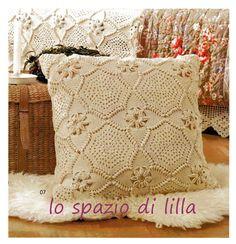 lo spazio di lilla: A gentile richiesta...Il copridivano a piastrelle crochet per Giustina
