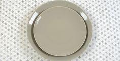 Assiettes en porcelaine Plates, Tableware, Dinner Plates, Gift Ideas, Porcelain, Licence Plates, Dishes, Dinnerware, Griddles