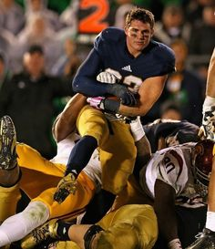 College football has its own Ridiculously Photogenic Guy now, thanks to Notre Dame RB Cam McDaniel. Presenting the Ridiculously Photogenic Running Back Notre Dame Football, Nd Football, College Football Players, Funny Football, Football Quotes, Watch Football, Baseball, Cam Mcdaniel, Photogenic Guy