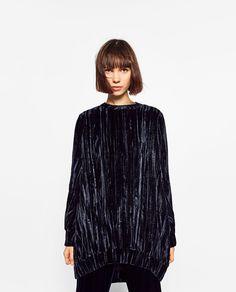 Image 2 of OVERSIZED VELVET DRESS from Zara