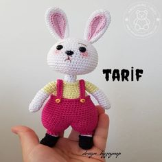 We wish you all a good night with this sweet long ear. Crochet Bunny, Crochet Toys, Free Crochet, Handmade Toys, Etsy Handmade, Amigurumi For Beginners, Handmade Stuffed Animals, Cat Amigurumi, Stuffed Toys Patterns