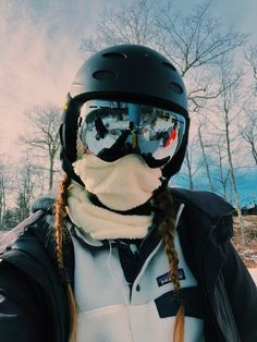 How to Choose a Snow Helmet In addition to keeping you safer on the slopes, ski . - How to Choose a Snow Helmet In addition to keeping you safer on the slopes, ski and snowboard helm - Snow Pictures, Cute Pictures, Mode Au Ski, In Der Disco, Snowboarding Outfit, Snowboarding Women, Foto Casual, Ski Season, Snow Bunnies