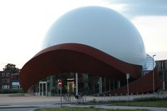 Infoversum (Teatro digitale fulldome). Location: Groningen, Olanda; firm: professor Edwin A. Valentijn - Kapteyn Astronomical Institute Università di Groningen- e     studio di design Architectengroep Archiview.
