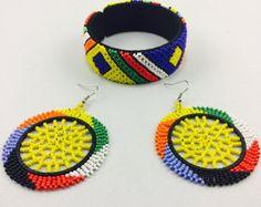 Amacici ne bhengela Zulu beaded bangle and by HouseofYimama Beaded Earrings, Beaded Jewelry, Crochet Earrings, Unique Jewelry, African Accessories, African Jewelry, Earring Tutorial, Beaded Flowers, World Cultures