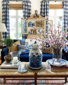 Southern Cottage, Living Spaces, Living Rooms, Vignettes, Tablescapes, Family Room, Table Decorations, Furniture, Instagram