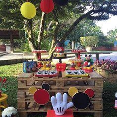 Bom dia com essa festa linda no jardim com tema Mickey! Por @bibelotdecor - Bolo @p.pastis ❤️ #kikidsparty