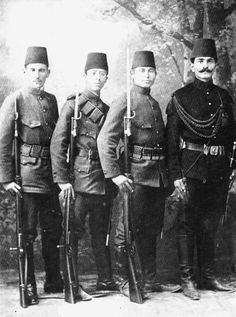 Turkish soldiers c. Turkish Military, Turkish Army, Turkey History, Islam, Empire Ottoman, Turkish Soldiers, War Photography, Oriental, World War I