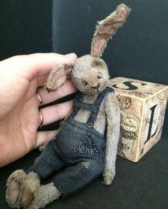 389 отметок «Нравится», 37 комментариев — Kristina Prach (@kristinaprach) в Instagram: «Mr. Jenki похож на маленького, худенького человечка, но очень ушастого( дом нашёл)#teddy…»
