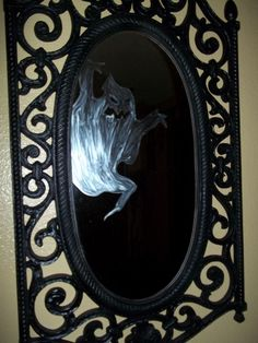 Easy 5 minute Halloween party / haunted house DIY: ghost in the mirror