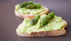 Nog Meer Aperitiefhapjes: Crostini met Groene Asperges | Le Gourmand Belge