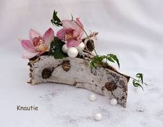 "Calendrier 2016...J13 ..."" Composition bouleau "" Creative Flower Arrangements, Ikebana Flower Arrangement, Beautiful Flower Arrangements, Floral Arrangements, Deco Floral, Arte Floral, Floral Design, Christmas Centerpieces, Christmas Decorations"