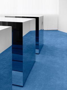 Blå Konst - Acne Studios Denim Line & Retail Space in Tokyo Design Blog, Design Café, Tapis Design, Store Design, Acne Studios, Acne Store, Furniture Showroom, Design Furniture, Showroom Ideas
